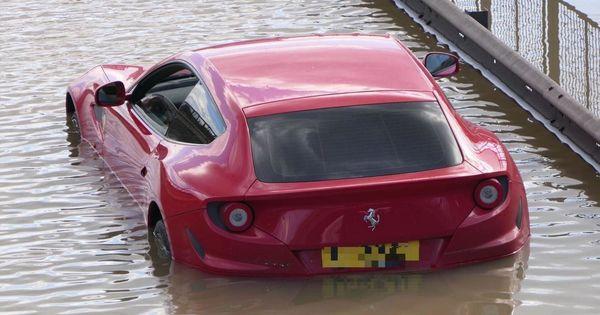 Суперкар Ferrari FF затопило из-за прорыва водопровода thumbnail