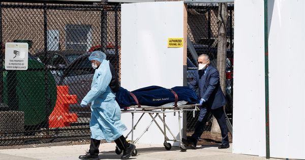 Bilanț sumbru în SUA: 884 de morţi în ultimele 24 de ore thumbnail