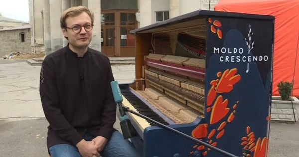 Concert în faţa Filarmonicii: Un pianist a lansat flashmobul Beethoven 250 thumbnail