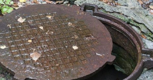 В Баурчи неизвестные оставили канализационные колодцы без люков thumbnail