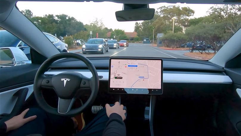 Tesla recheamă 158.000 de maşini: Computerul de bord ar avea probleme