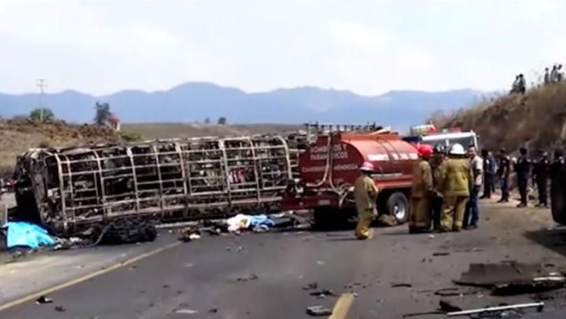 Autocar cu pelerini făcut scrum în Mexic: Sunt 21 morți