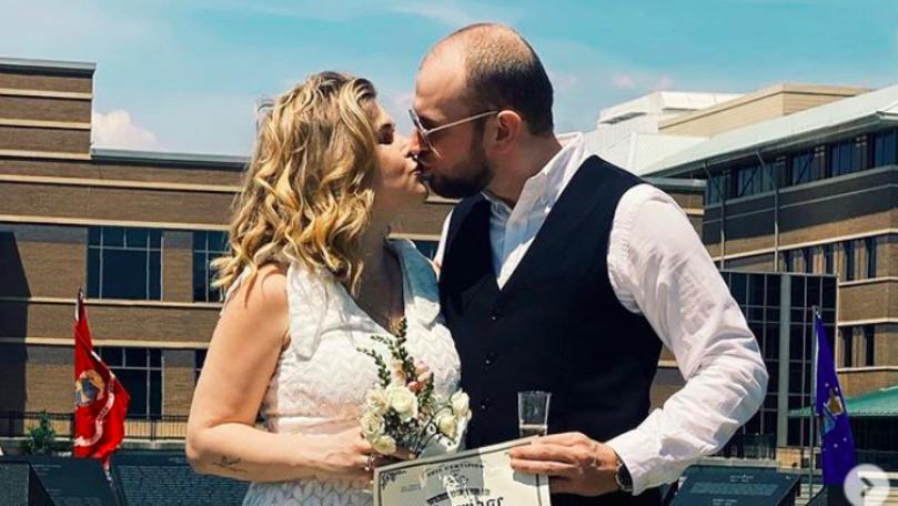 Karizma s-a căsătorit cu jurnalistul Ion Ghimpu în SUA