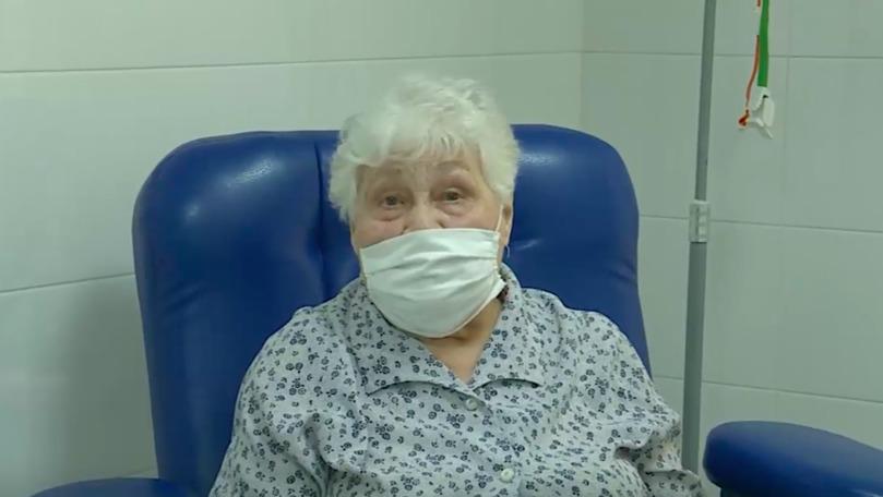 O bunicuță de 95 de ani din Chișinău s-a vaccinat: Nu vă temeți