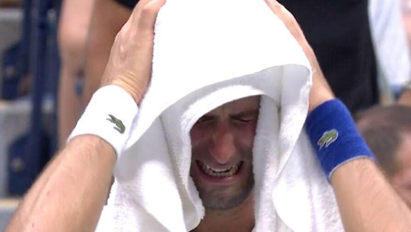 Tenismenul Novak Djokovici, surprins cum plânge în timpul unui meci