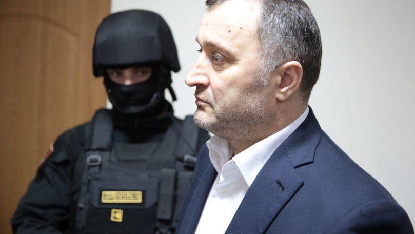 Vlad Filat s-ar fi dus la părinți. Primele imagini de la fața locului