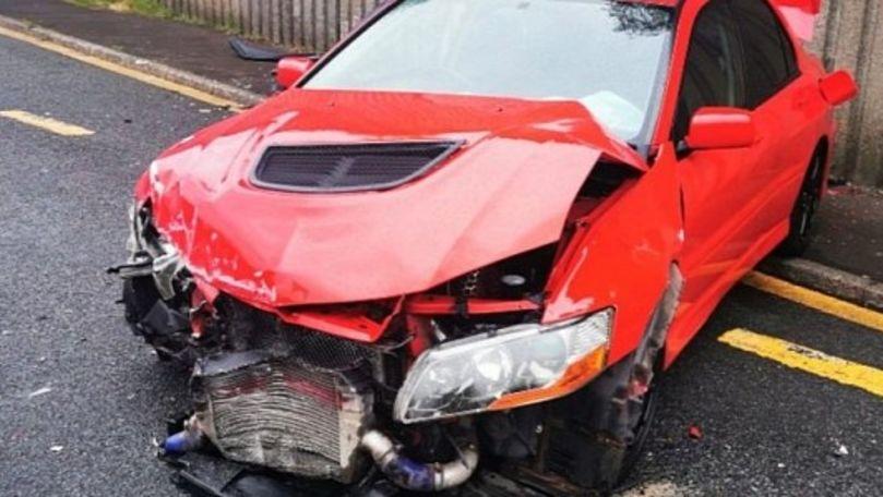 Un tânăr care a câștigat  o mașină pe Internet a accidentat-o a doua zi