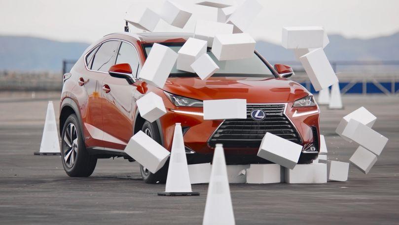 Lexus arată pericolul folosirii telefonului în timpul condusului