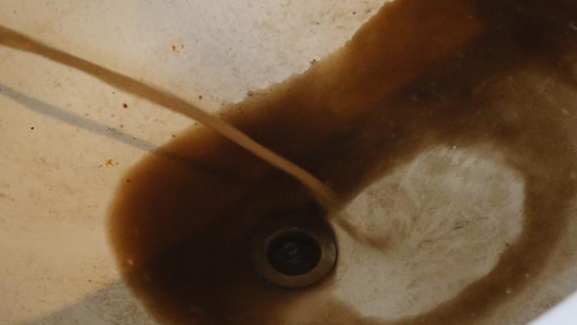 Locuitorii din Edineț consumă apă în două cu nămol