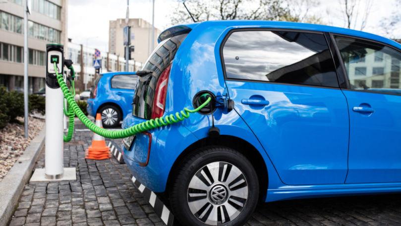 Mașinile electrice ar putea reduce la jumătate cererea de petrol