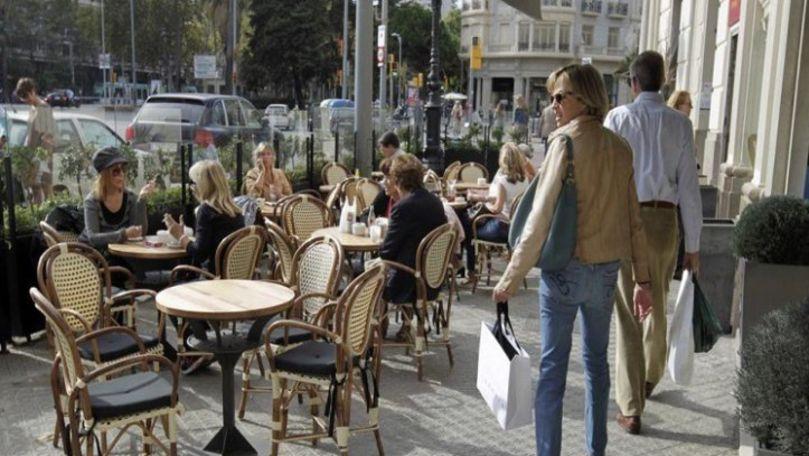 Un oraș european va interzice fumatul pe terasele restaurantelor