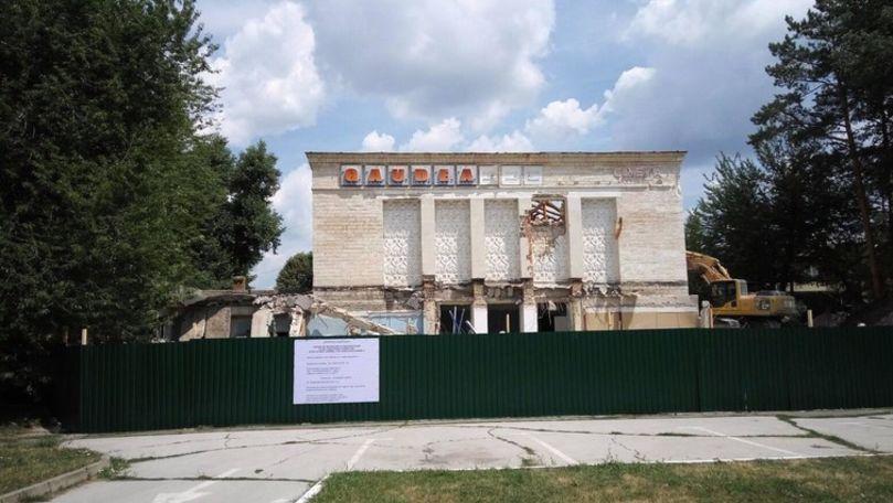 Ruinele fostului cinematograf Gaudeamus stau în centrul Chișinăului