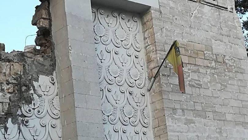 Cinematograful Gaudeamus, demolat cu tot cu drapelul de stat pe fațadă