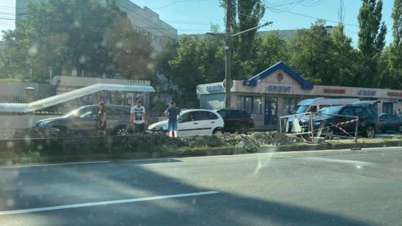 Accident matinal în Capitală: 3 maşini s-au ciocnit pe viaduct