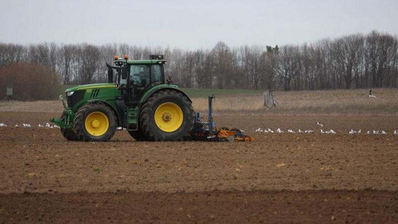 De ce agricultorii din R. Moldova încă nu au primit motorina din România
