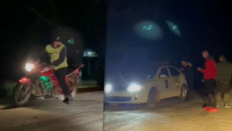 Ceartă filmată la Corjova: Un polițist a luat motocicleta unui tânăr