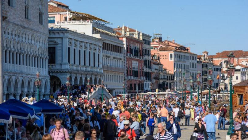 Italia renunță la masca în aer liber din 28 iunie: Excepțiile anunțate