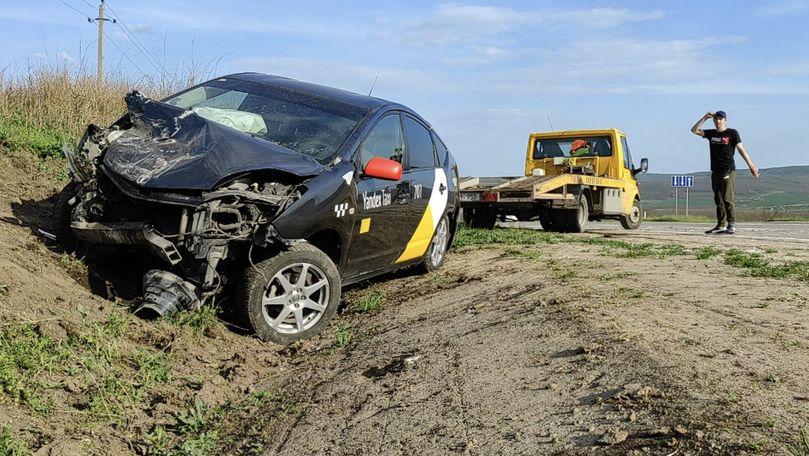 Accident violent pe traseul Chișinău-Bălți: Două mașini, grav avariate