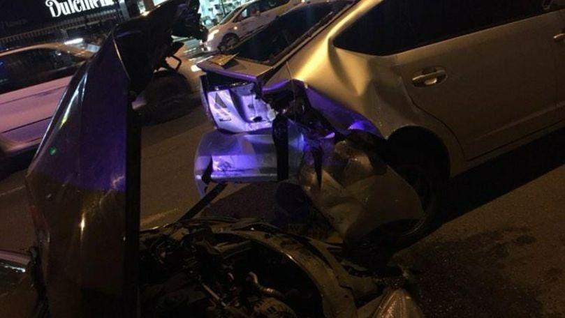 Accident nocturn în Capitală: Un șofer a lovit un taxi și a fugit