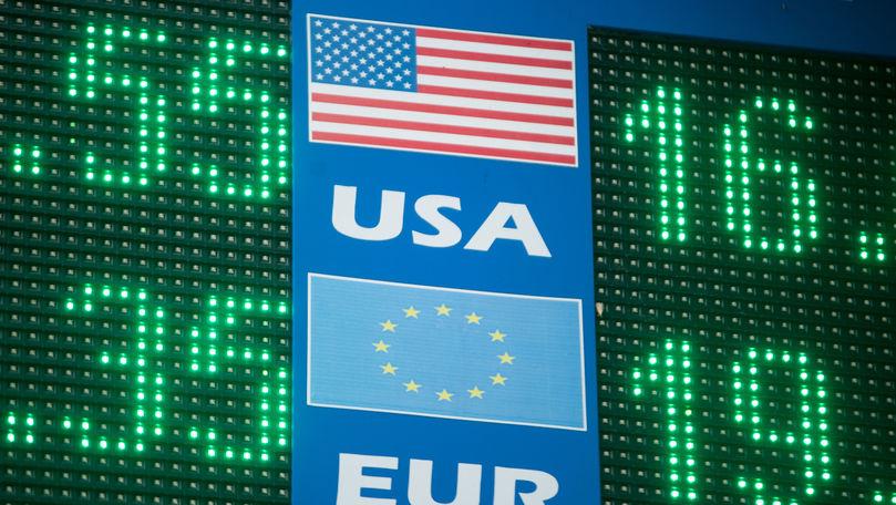 Curs valutar 15 august 2021: Cât valorează un euro și un dolar