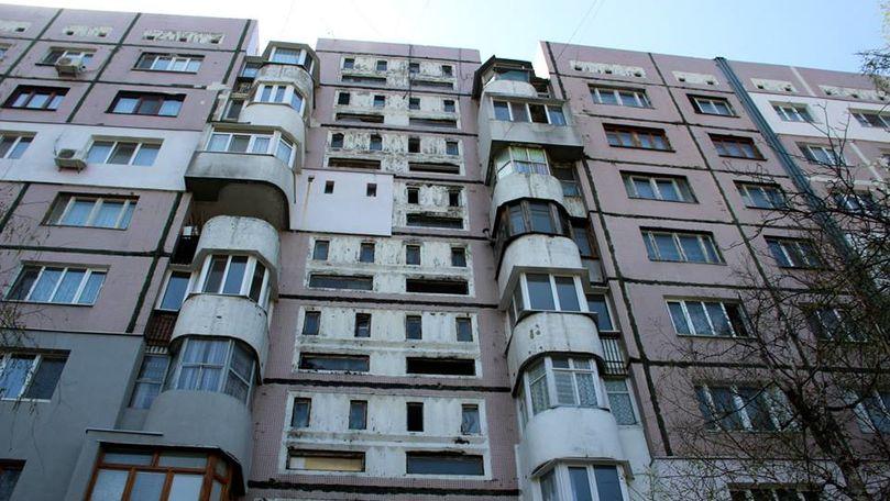 Femeie din Capitală, la un pas de a cădea în gol de la etajul 16