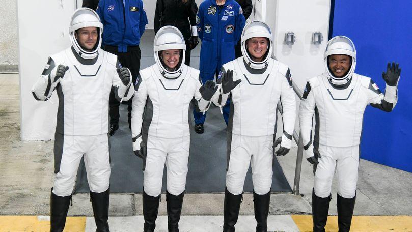 După 6 luni în spaţiu, astronauţii din misiunea NASA-SpaceX au revenit