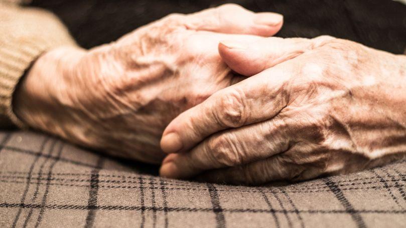 Bătrână agresată și maltratată la Drochia: 2 bărbați, reținuți