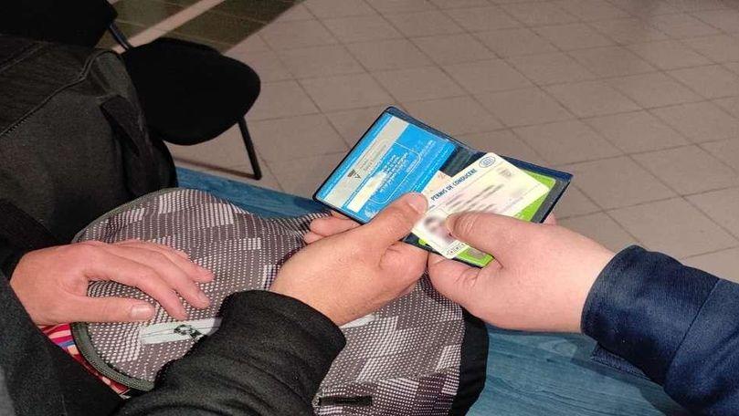 Un moldovean a vrut să treacă frontiera română cu acte false în bagaj