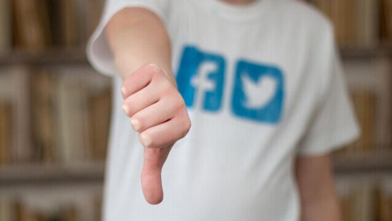 Alertă pentru angajații Facebook: Evitați să purtați public logoul companiei