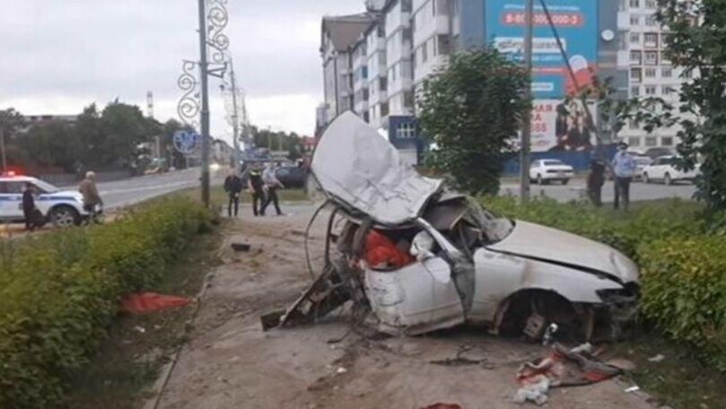 Mașină urmărită de poliție, filmată cum se rupe în două: Șoferul a murit