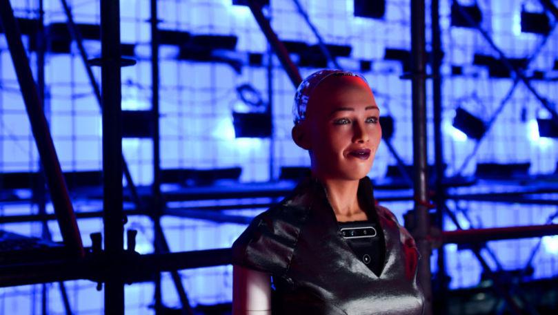 Robotul Sophia, produs în masă pentru a trece mai ușor peste pandemie