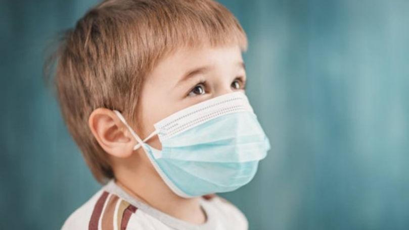 Studiu: Copiii au acelaşi risc de infectare cu SARS-CoV-2 ca adulţii