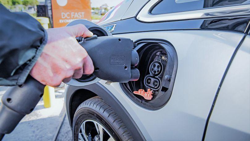 Cum arată cea mai ieftină maşină electrică: Poate fi condusă fără permis
