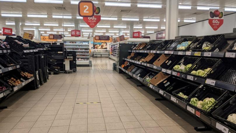 Brexitul se simte în supermarketuri: Rafturi cu fructe și legume, goale