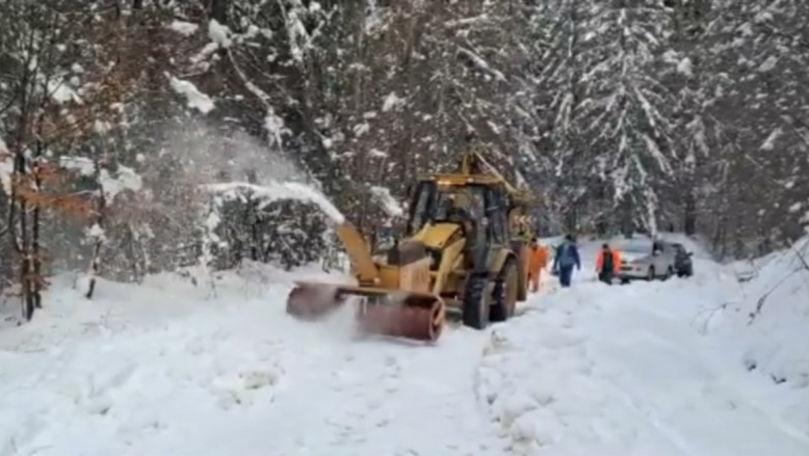 Brașov, acoperit de zăpadă: TIR-uri și mașini blocate