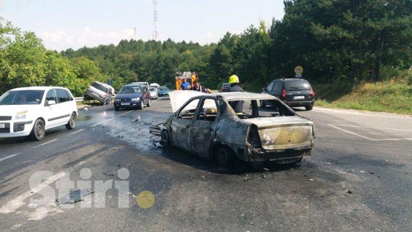 Accident la Hâncești: Un taxi a luat foc, iar un Renault a ajuns în parapet