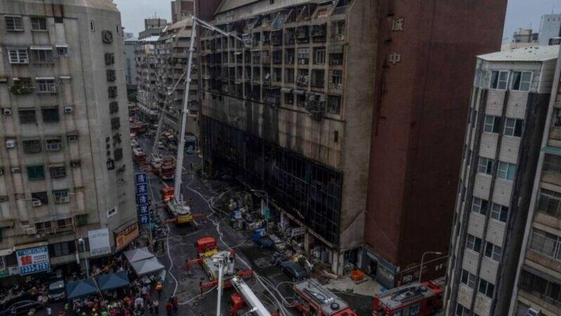 Incendiu de proporții într-o clădire din Taiwan: Sunt zeci de victime