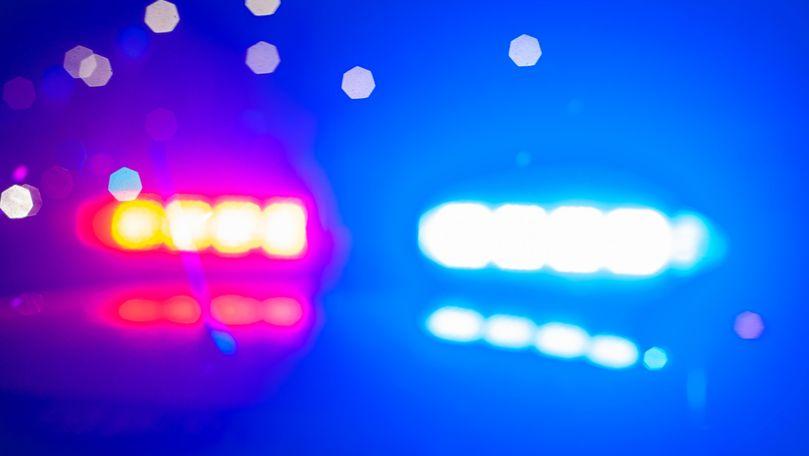 Ceartă cu cuțite la Micăuți: Un bărbat și-a înjunghiat vecinul