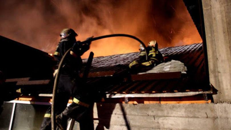 Incendii în două localități din țară: Doi bărbați au murit