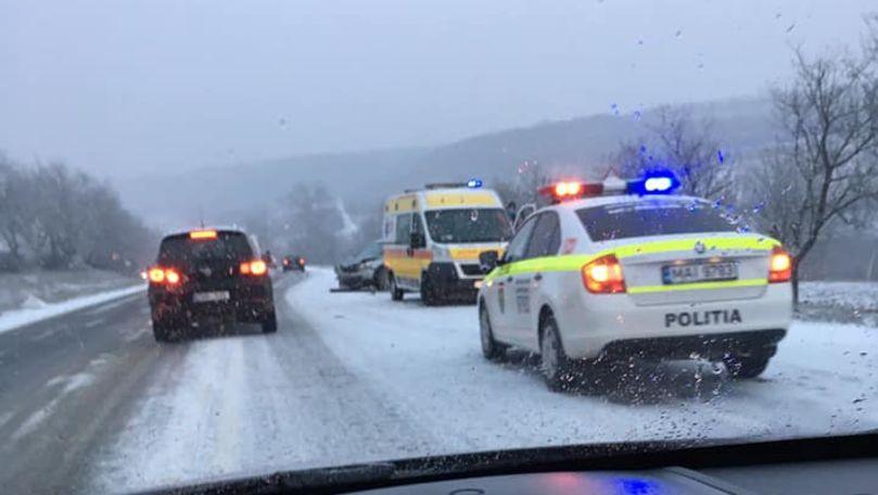 Grav accident la Ialoveni: O şoferiţă de 25 de ani a ajuns în comă la spital