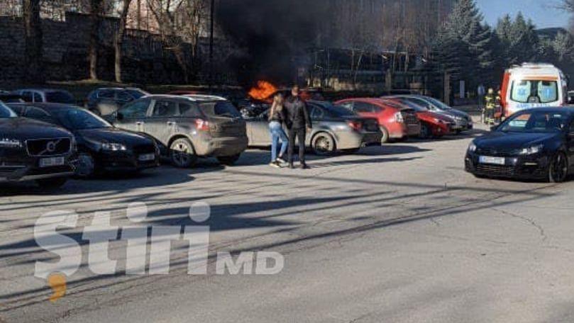 Incendiu în apropiere de Centrul COVID din Capitală: O mașină a luat foc