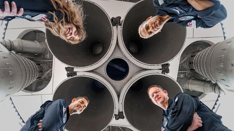 SpaceX trimite pe orbită primul echipaj civil: Cine sunt cele 4 persoane