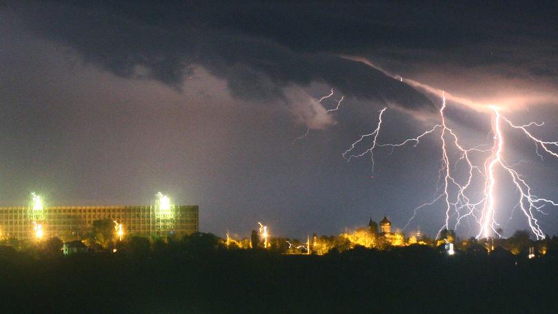 Alertă meteo: Cod Galben de ploi cu fulgere. Perioada vizată
