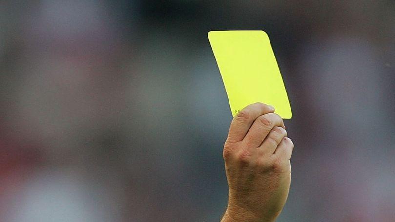 Un paraşutist a primit un cartonaş galben pentru aterizarea pe teren