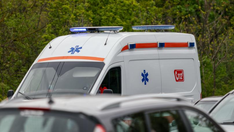 O ambulanță s-a ciocnit cu un Logan în inima Chișinăului