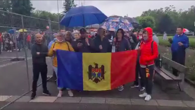 Moldovenii din Frankfurt au cântat imnul R. Moldova sub ploaie