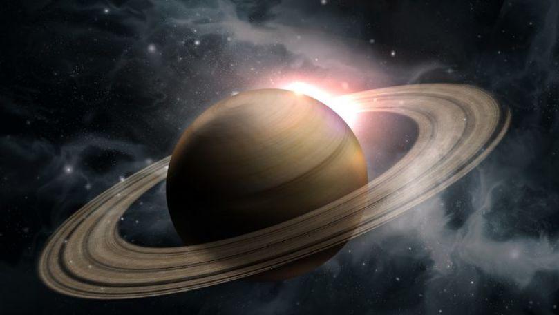 O imagine a lui Saturn care pare ireală, realizată de telescopul Hubble