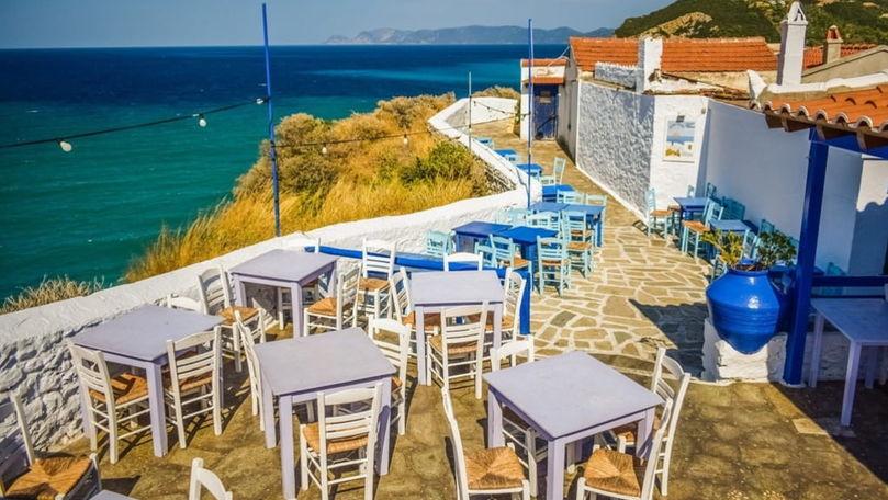 Grecia redeschide terasele cafenelelor şi restaurantelor după o pauză de 6 luni