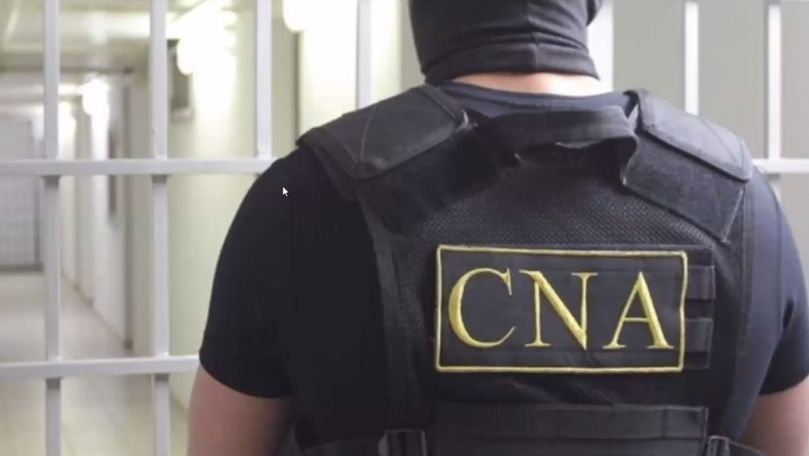 Promisiune de 400 de euro: 2 polițiști de la sud au fost reținuți de CNA