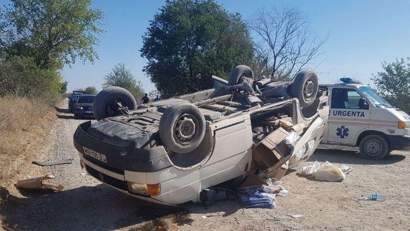 Accident grav la Criuleni: Un microbuz s-a răsturnat. Șoferul, la spital
